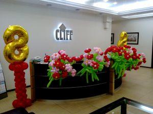 Оригинальное оформление офиса на день рождение воздушными шариками в Москве