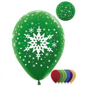 Стильное украшение окон к Новому году шарами недорого