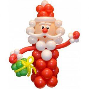 Оригинальное украшение окон к Новому году воздушными шарами