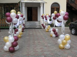 Красивое оформление подъезда на день рождения воздушными шариками срочно