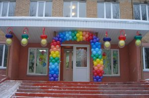 Оригинальное оформление подъезда на день рождения воздушными шариками срочно