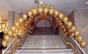 Недорогое оформление подъезда на день рождения шарами срочно