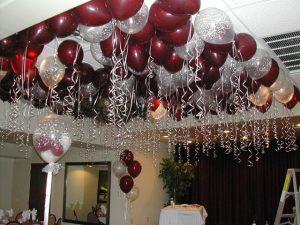 Бюджетное украшение потолка на Новый год воздушными шарами срочно