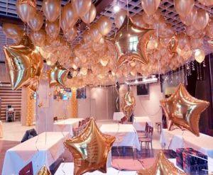 Тематическое украшение потолка на Новый год в Москве