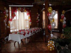 Стильное оформление ресторана на день рождение воздушными шарами