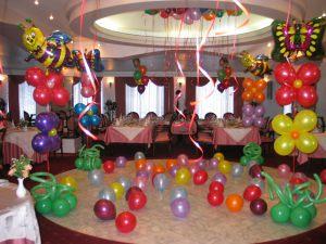 Красивое оформление ресторана на день рождение воздушными шариками в Москве