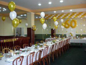 Оригинальное оформление ресторана на день рождение воздушными шарами в Москве