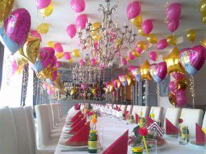Интересное оформление ресторана на день рождение воздушными шарами