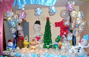 Оригинальное украшение комнаты новогодними шарами недорого