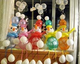 Оригинальное украшение комнаты новогодними шарами
