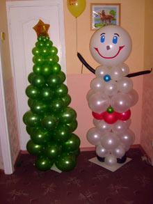 Стильное украшение комнаты новогодними шарами