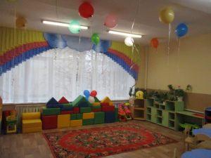 Необычное новогоднее оформление шарами в детском саду заказать в Москве