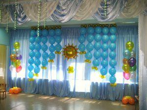 Необычное новогоднее оформление шарами в детском саду срочно