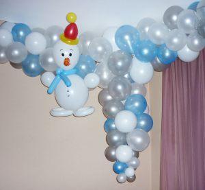 Оригинальное новогоднее оформление шарами в детском саду заказать в Москве