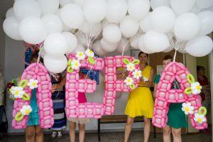 Современное шары на выписку из роддома для девочки воздушными шарами