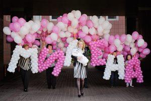 Стильное шары на выписку из роддома для девочки воздушными шариками