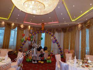 Оригинальное оформление стола на день рождение шарами в Москве