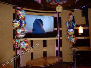 Интересное оформление комнаты на день рождение воздушными шарами