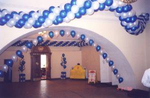 Красивое оформление зала из новогодних шаров заказать