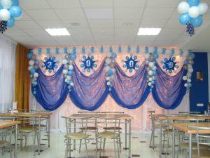 Оригинальное оформление зала из новогодних шаров заказать в Москве