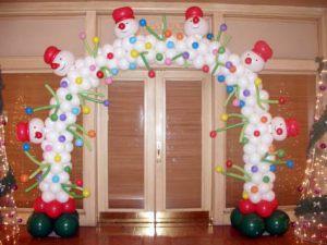 Необычное оформление зала из новогодних шаров заказать в Москве