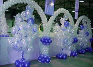 Недорогое оформление зала из новогодних шаров заказать