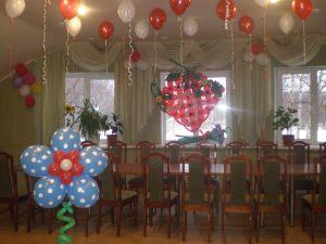 Интересное оформление зала на день рождение шариками недорого